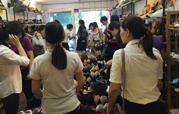 Giày xuất xịn Hà Nội: Nơi cháy hàng, chỗ khách vắng tanh