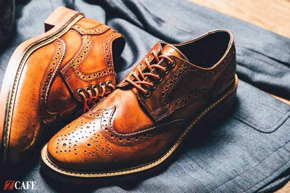 Cận cảnh một mẫu giày Derby đục lỗ (Nguồn: Internet)