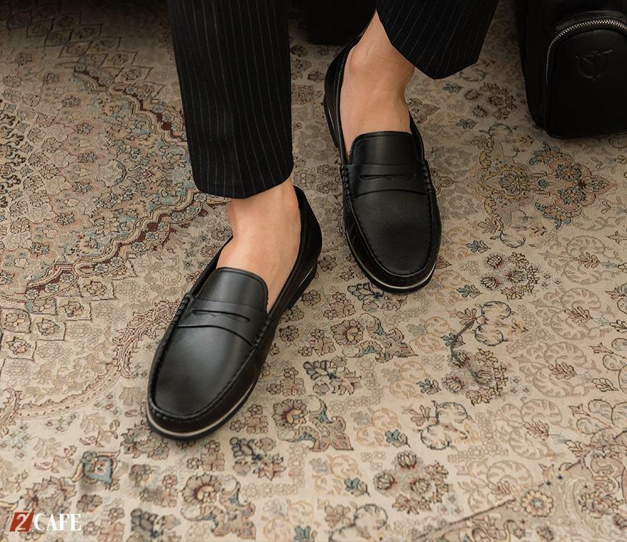 Đừng ngần ngại thử bất kì mẫu giày mọi nào bạn muốn vì các bạn nhân viên ở đây cực kì thân thiện (Nguồn: Internet)
