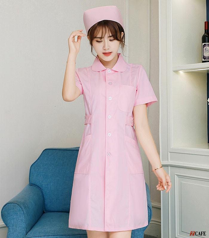 Váy đồng phục y tá tại Uniworld (Ảnh: Internet)