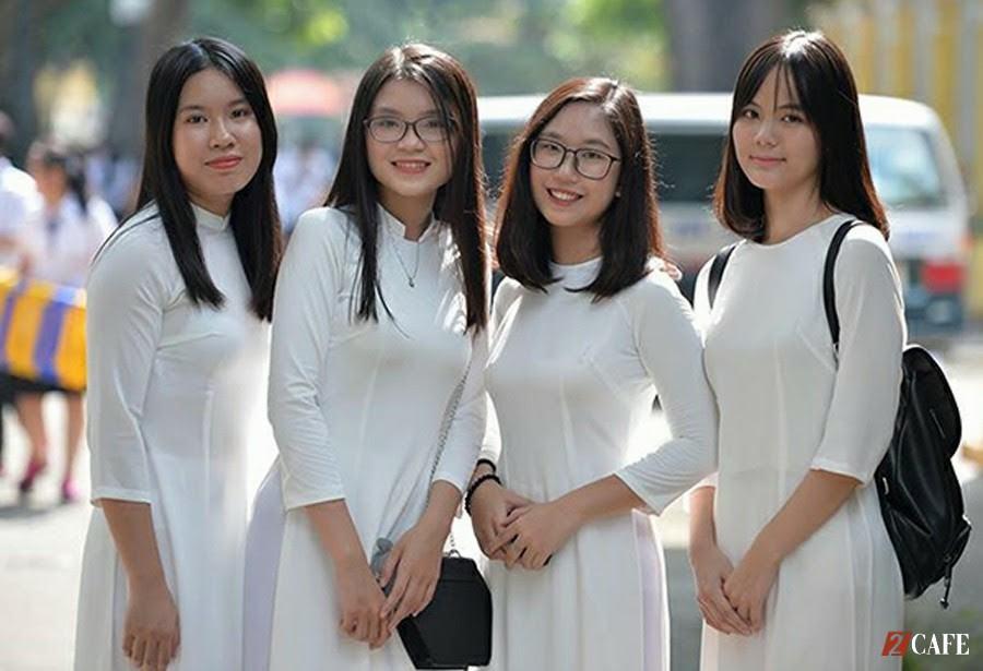 Thiết kế áo dài đồng phục học sinh cổ thuyền, mẫu ảnh 3,4 từ trái qua( Ảnh: Internet)