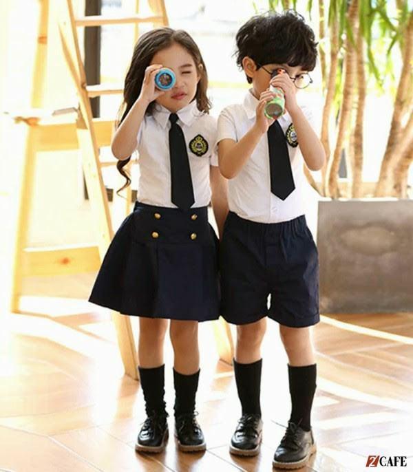 Hai hàng nút làm nổi bật cho mẫu đồng phục bé gái lớp 1 này ( Ảnh: Internet)