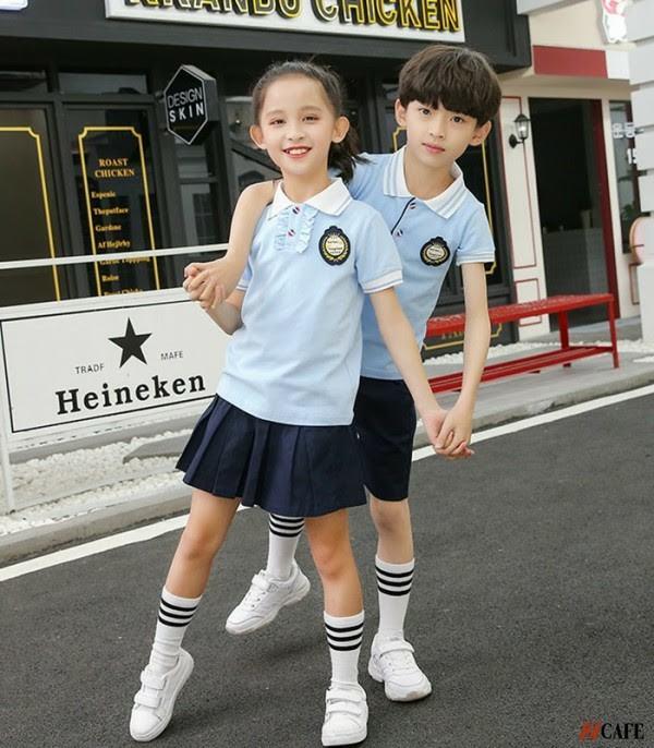 Mẫu áo đồng phục học sinh tiểu học với kiểu áo thun cổ bẻ năng động - thanh lịch (Ảnh: Internet)