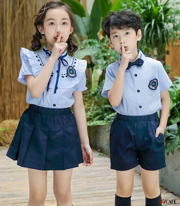 Mẫu đồng phục cổ bèo + chân váy kẻ khá năng động cho bé gái (Ảnh: Internet)