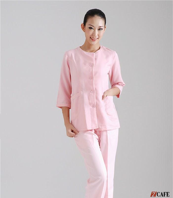 Đồng phục giáo viên mầm non màu hồng phấn (Ảnh: Internet)