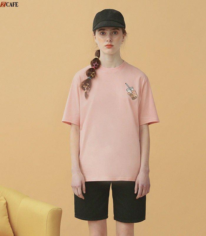 Mẫu áo lớp màu hồng không cổ mang đến sự độc đáo cho lớp bạn (Ảnh: Internet)