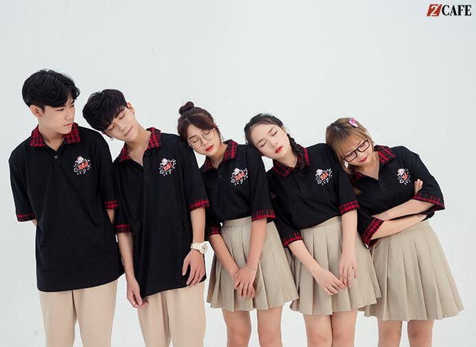 Áo nhóm màu đen cổ bẻ caro đỏ trẻ trung, hồn nhiên (Ảnh: Internet)